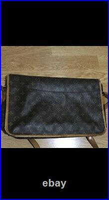 Authentic Louis Vuitton Gibeciere GM laptop bag or crossbody bag See photos