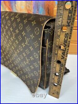 LOUIS VUITTON Authentic 14 Monogram Messenger Shoulder Laptop Bag
