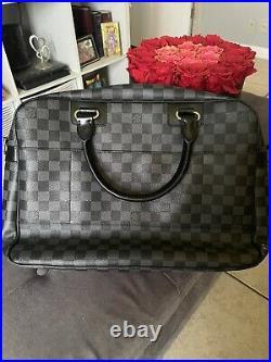 Louis Vuittons handbag authentic used
